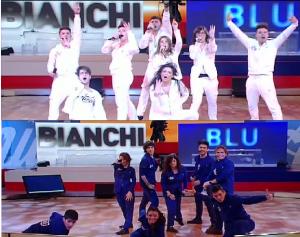 amici squadra blu e bianca